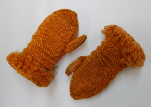Fries Museum doll's gloves