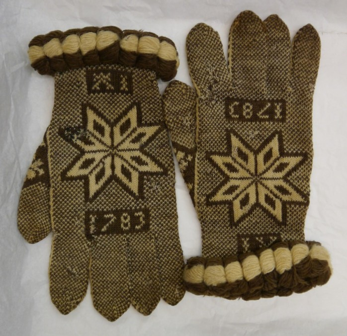 Fries Museum Mystery Gloves 1783