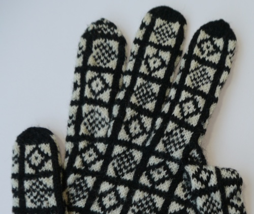 Sanquhar Glove in Duke Pattern with finger gusset