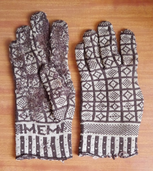 Sanquhar Gloves with Initials