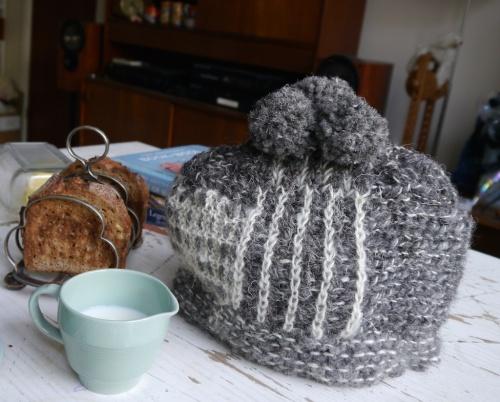 Tea Hat, toast rack, Wood's Ware England in Beryl